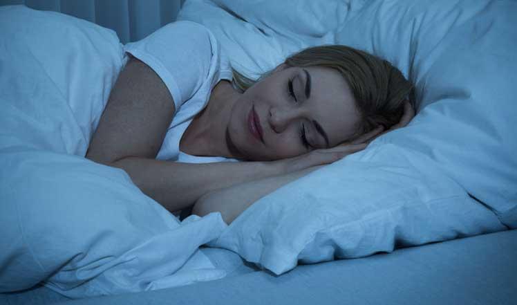 Frau beim schlafen