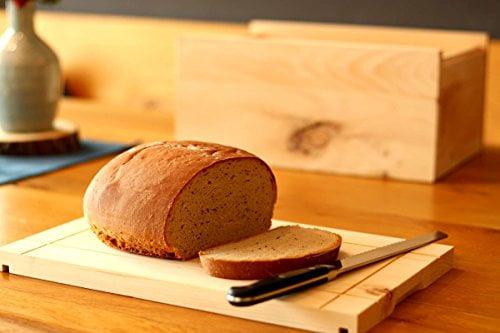 Bild zeigt Brot auf Schneidbrett